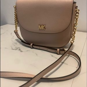 MK NWT CROSSBODY GOLD CHAIN BAG